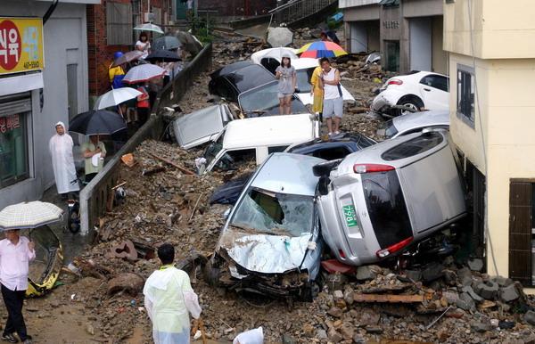 组图:韩国釜山暴雨引发泥石流