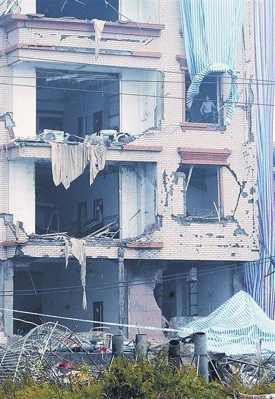 附近楼房被炸毁